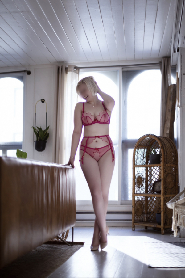Escort in Laval: Valerie Love: All Natural Sweetheart 350$